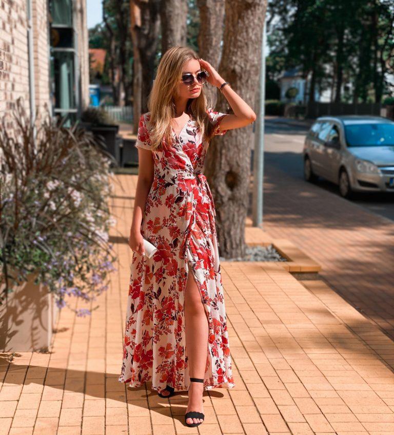 """Suknelė """"Raudonos gėlės"""""""