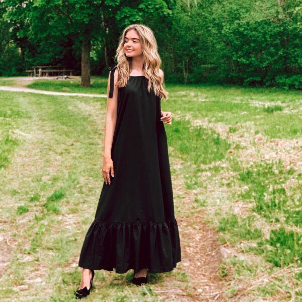 Ilga suknelė su kaspinais, juoda