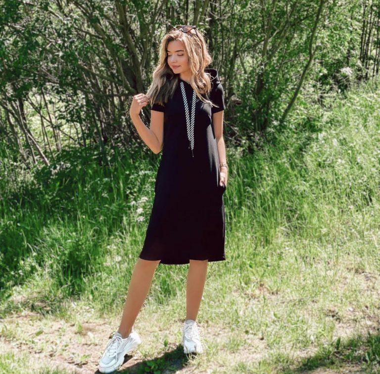 Suknelė su kapišonu